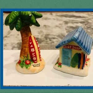 Adorable beach theme salt and pepper shakers.